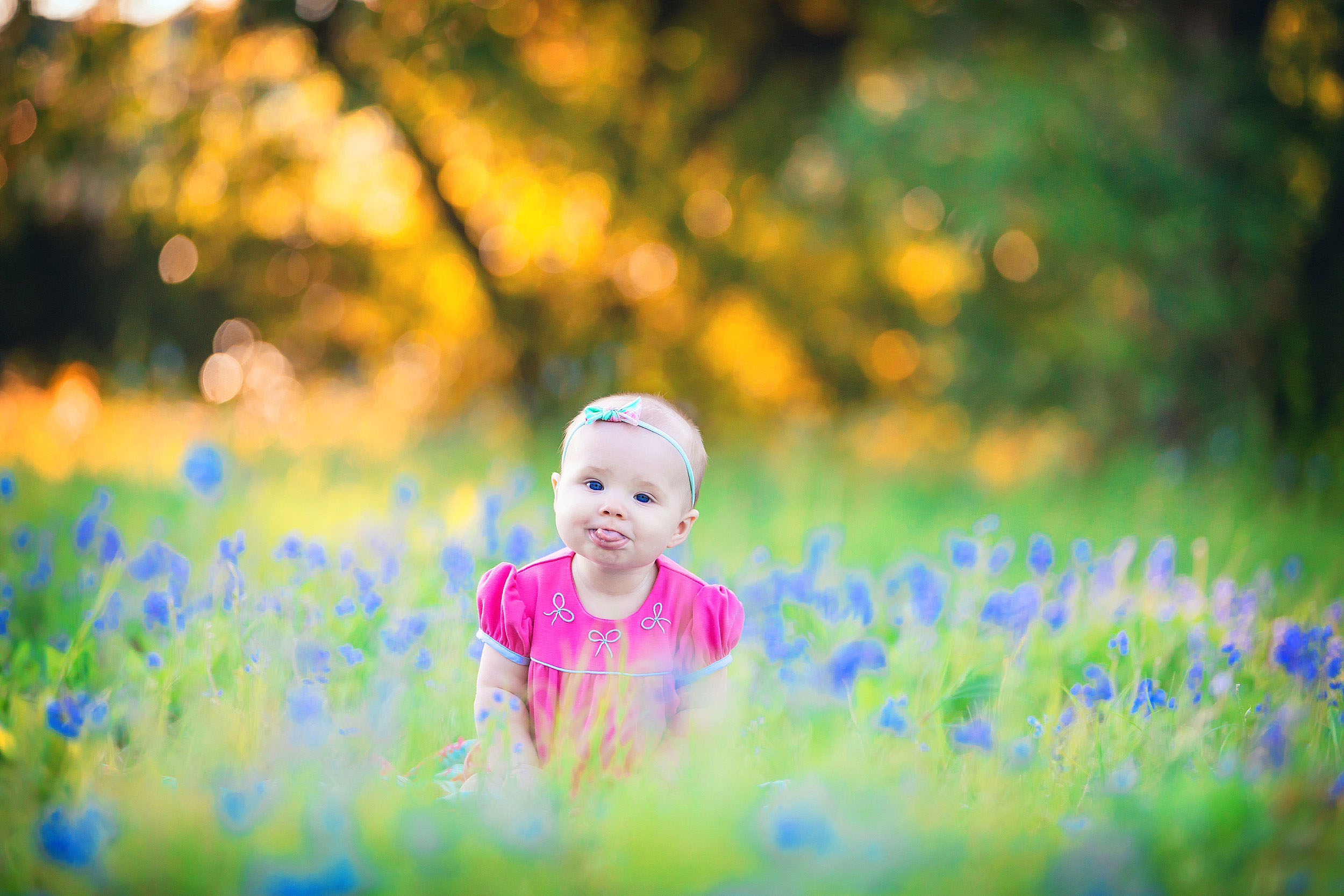 Baby in blubonnets in The Woodlands, Texas by family photographer spryART photography