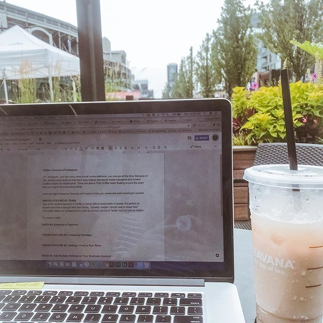 Spring is finally here! Chicago-area remote workers: Where are your favorite spaces to work when you're not at the home office? Some of our favorites are @colectivocoffee in #LincolnPark and @starbucksreserve next to #WrigleyField. Let us know your go-to spots in the comments! 👇 • • • #brittaniwillscreative #coffeeshops #remoteworkers