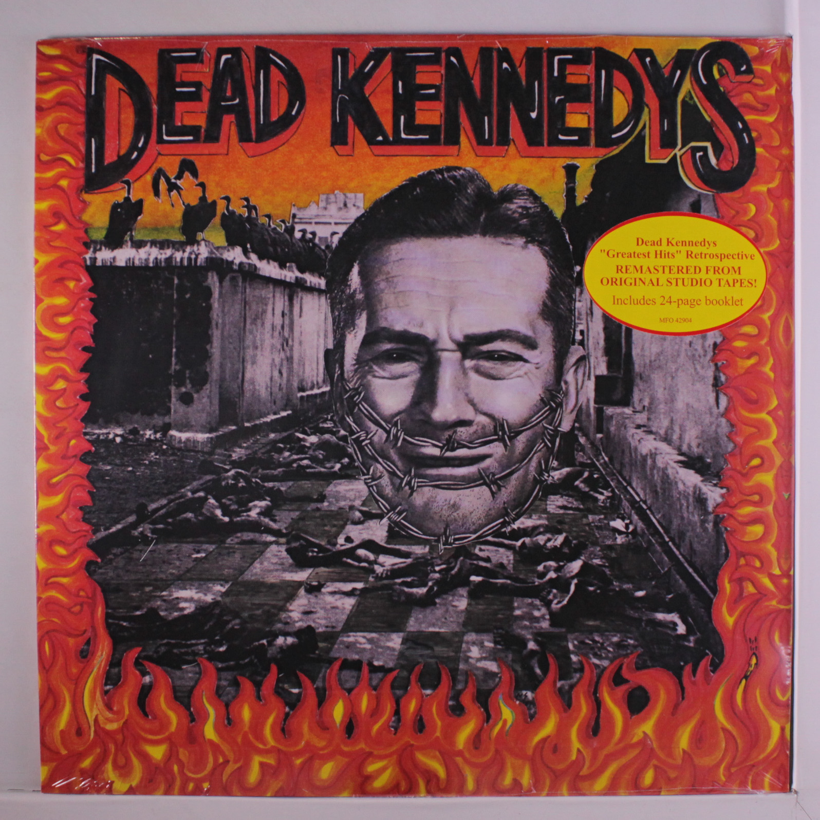 DEAD KENNEDY'S - GIVE ME CONVENIENCE OR GIVE ME DEATH $20 remastered from original tapes 24-page booklet @ 1987 Decay Music