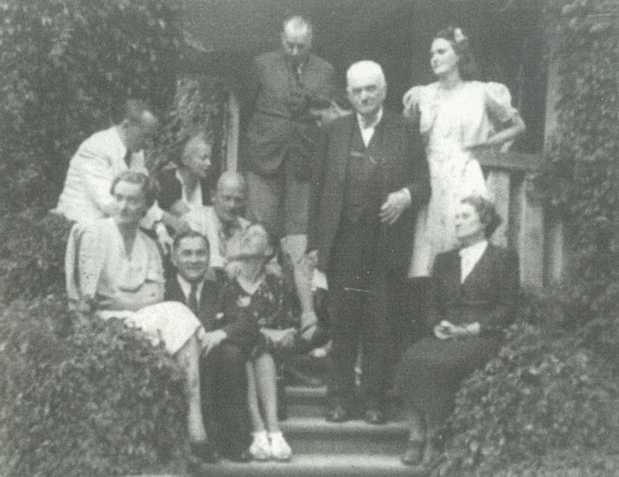 1940 - The Hall serves as a place of refuge to many eminent Poles who fled persecution, including Irena Anders