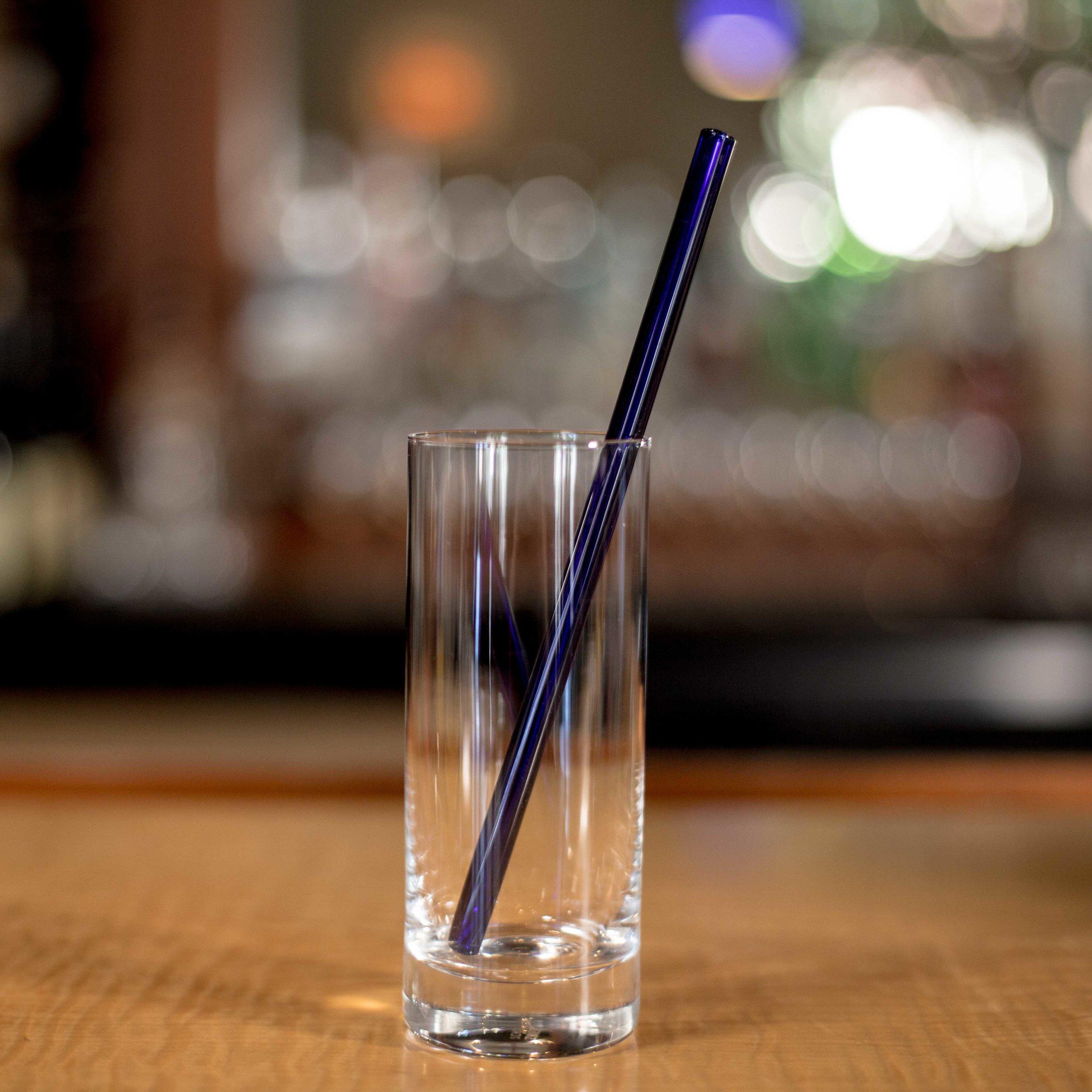EcoGlassStraw_Blue_straight_emptyglass_tall.jpg