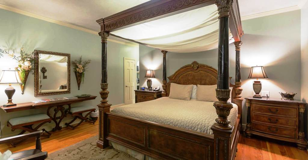THE CAMELOT ROOM - Escape from reality and cozy up in the four poster canopy bed in this fabulous room and enjoy a picturesque view of Downtown Tulsa.