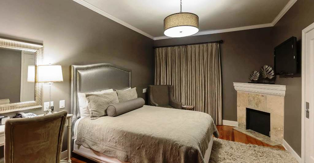 THE PEARL ROOM - Subtle, grey metallic designs fill this queen standard guest room.  This is the perfect room for a soothing, calming stay.