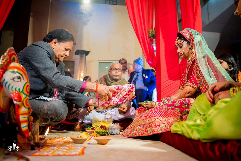 Best Wedding Photographer Vadodara_077.jpg