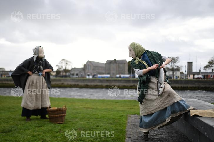 From the USA to China, the U.K to Yahoo, The Fisherwives cast their net far! - We are delighted to see images from Reuters of The Fisherwives were to be found as 'Image of the Day/Week' all over the world as well as The Irish Times and The Telegraph (U.K.) Thanks to everyone involved in making it so special.