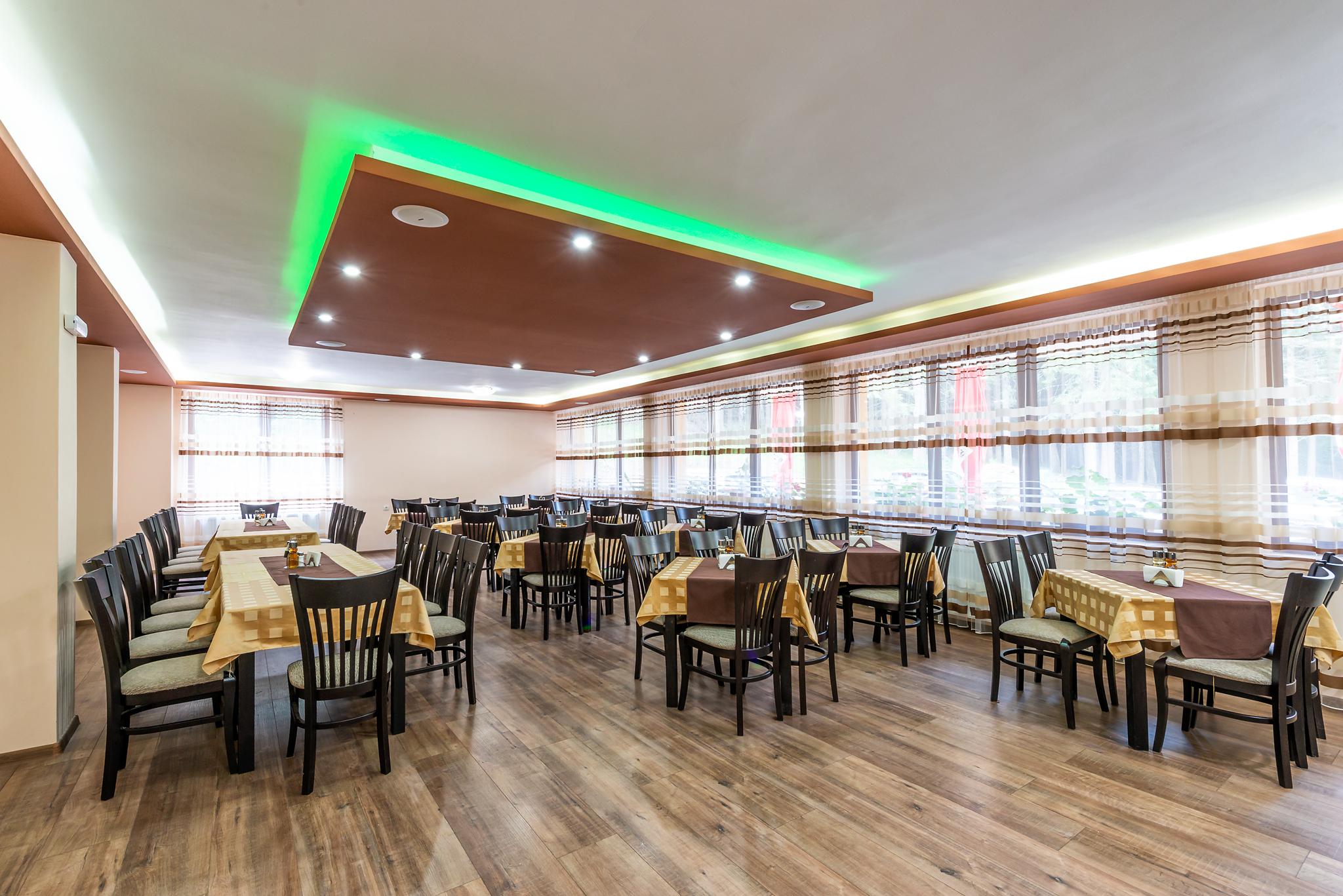 - Ресторантът на хотела предлага в приятна атмосфера да се насладите на ястия от българската традиционна кухня.