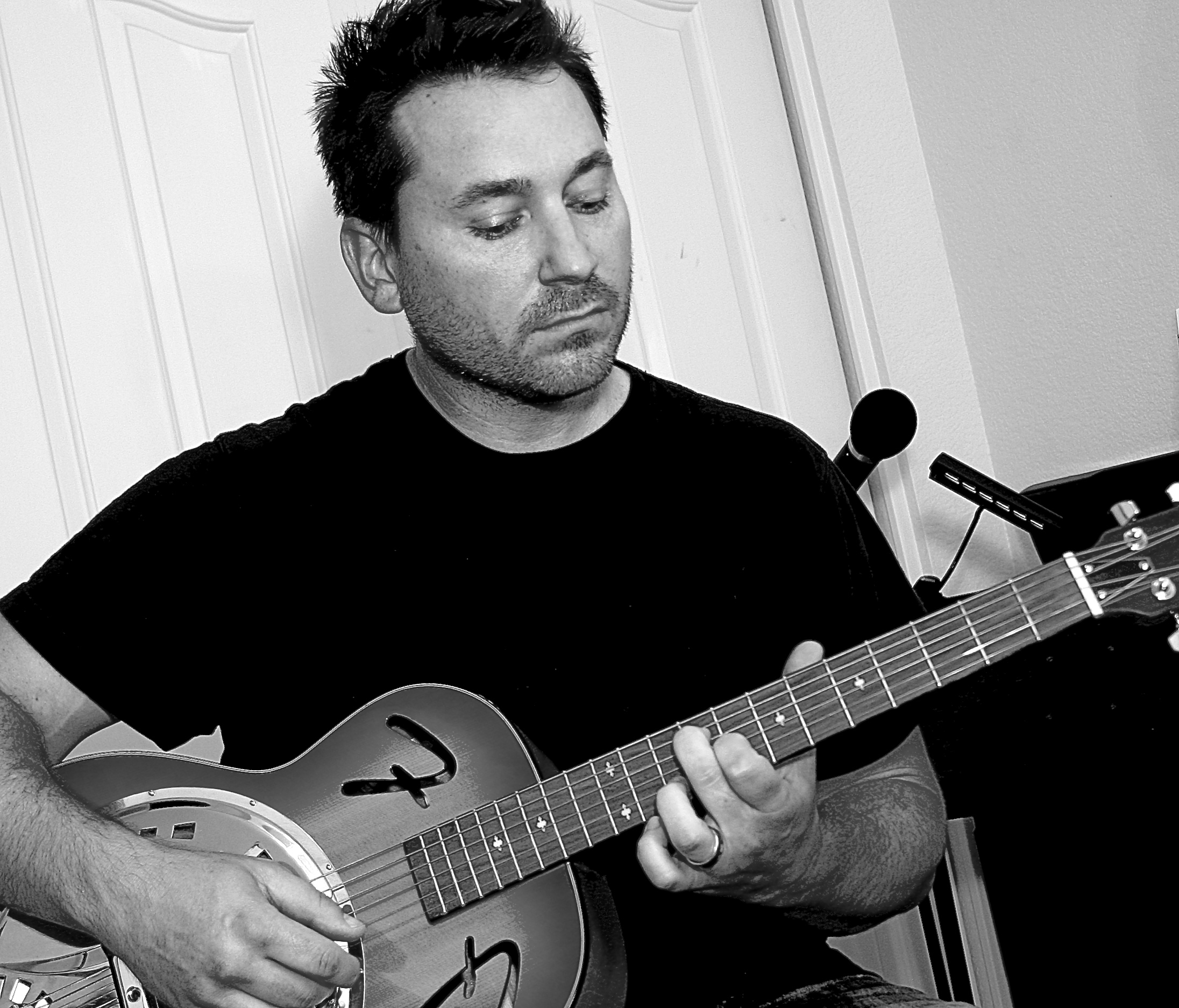 jimmi-t-guitar-performance-2.jpg