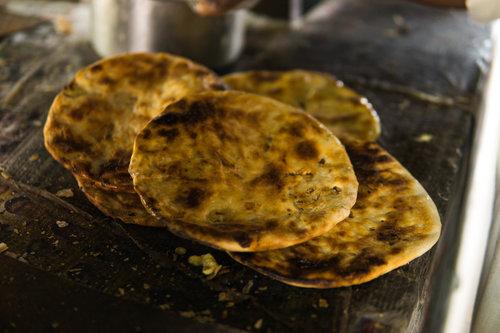 Amritsar-kulcha-with-butter