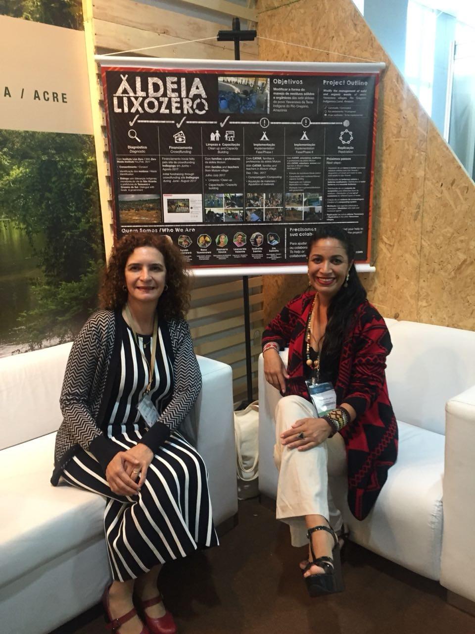 Aldeia Lixo Zero representative - Itamara Souza - and the State of Acre first lady - Marlucia Candida.       Brasília - June 2018.