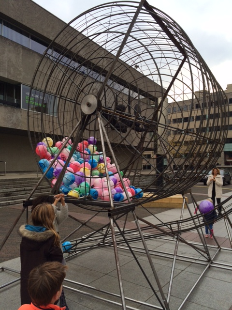 - Playing XXL Bingo, a discarded object from shopping centre Heuvel upgrading, is reused during Design for Kids.