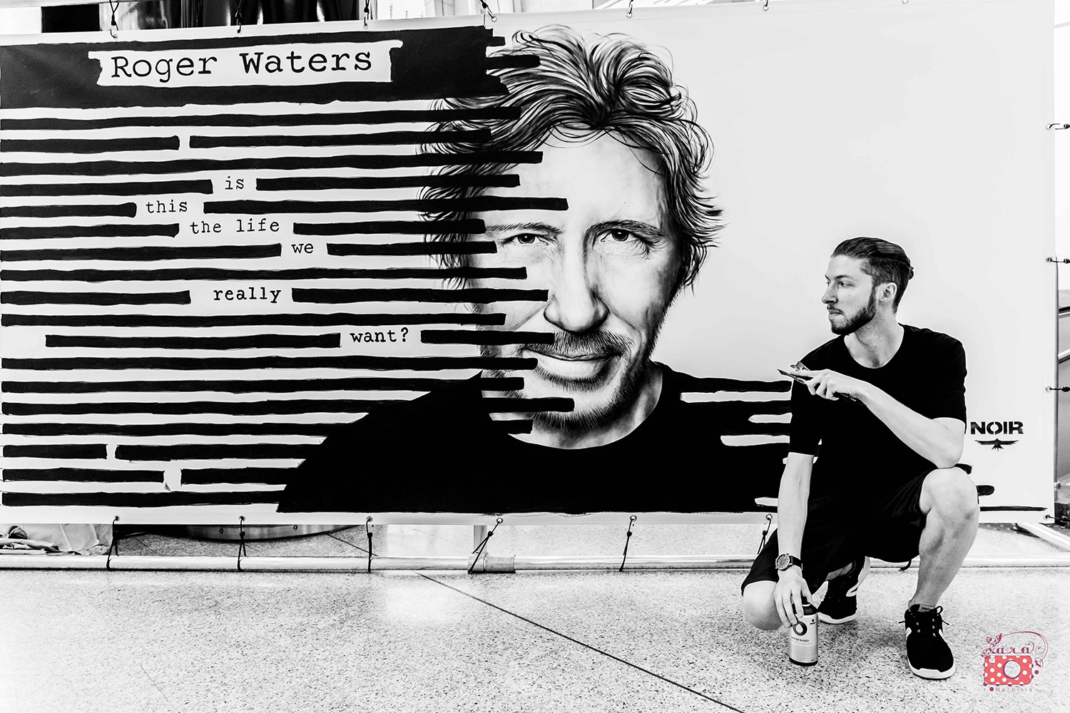NOIR artist Live Painting - Sony Music - Roger Waters