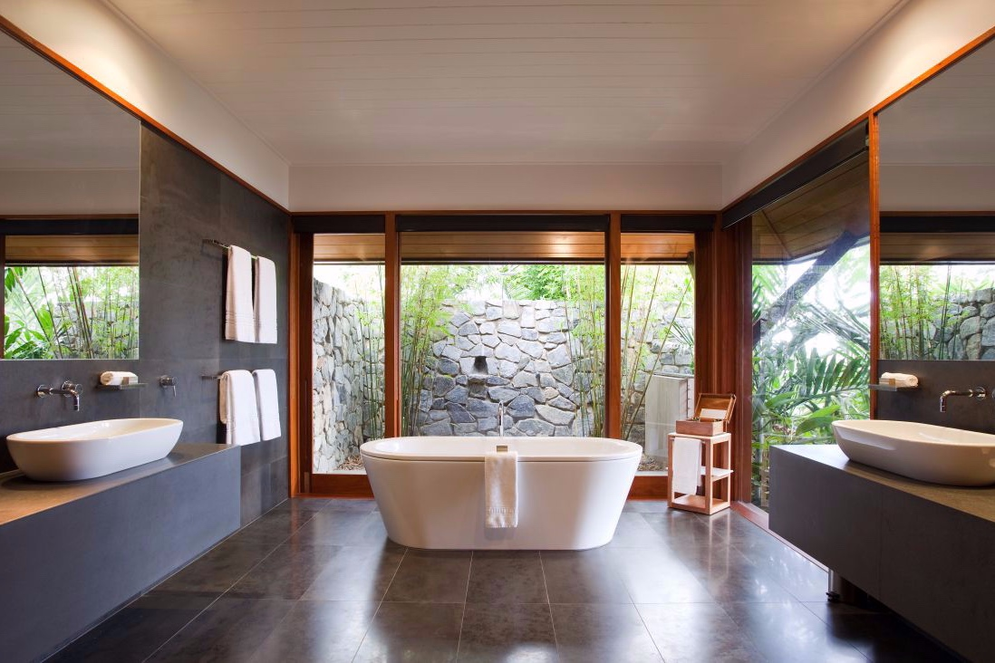 qualia resort Hamilton Island Windward Pavilion bathroom