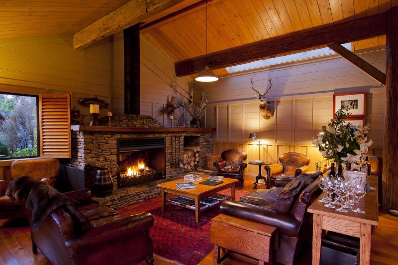 Lounge fire, Poronui