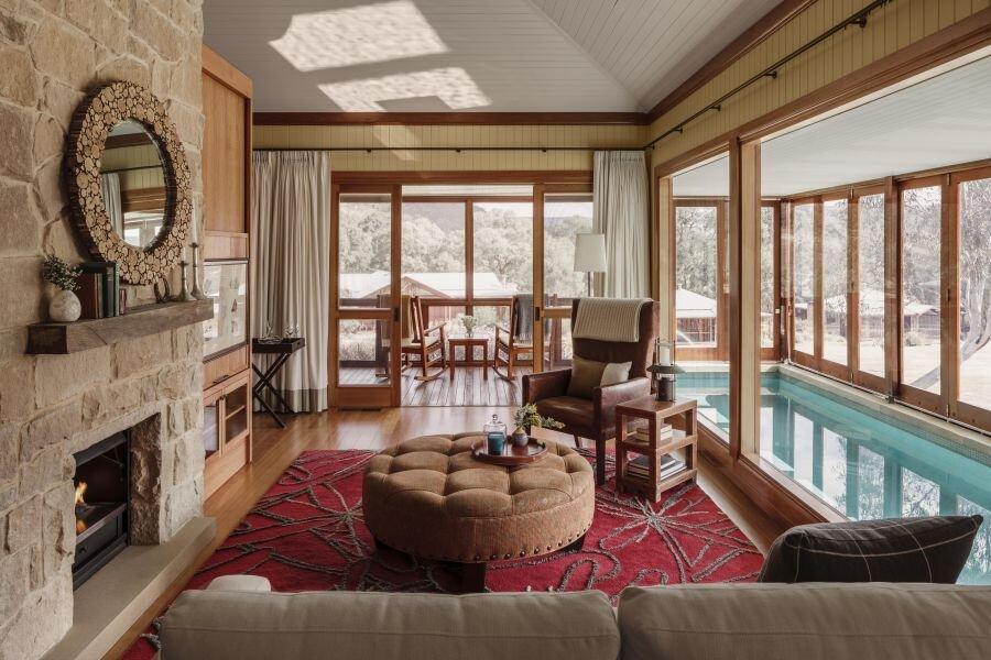 Wolgan Valley Villa Lounge and Pool