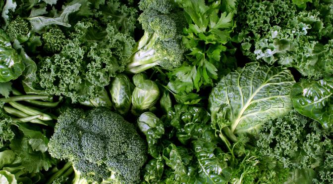 v8-juice-kale-green-vegetables-crop_154023704.jpg