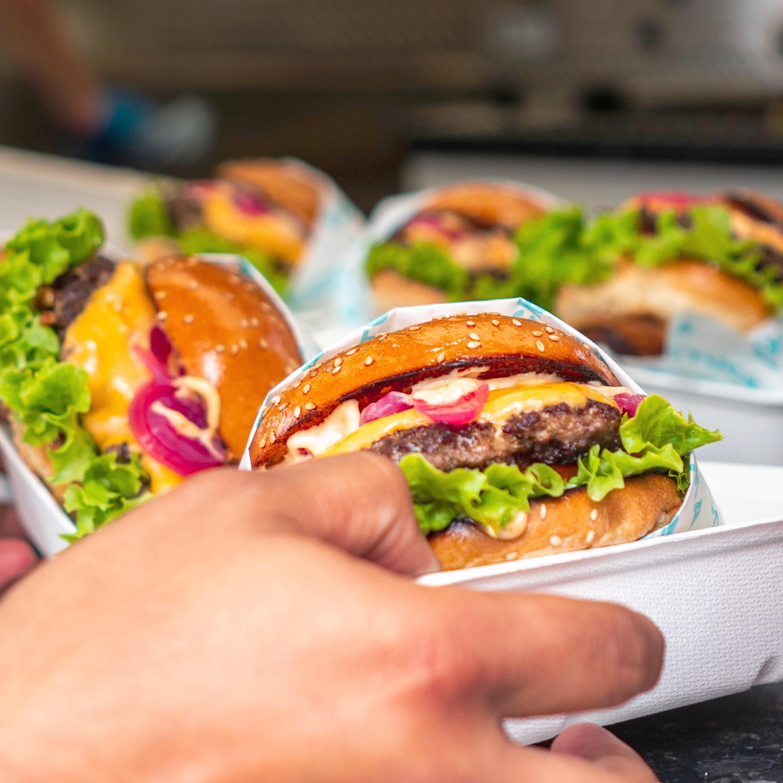 threeshades burger sea of Tom.JPG