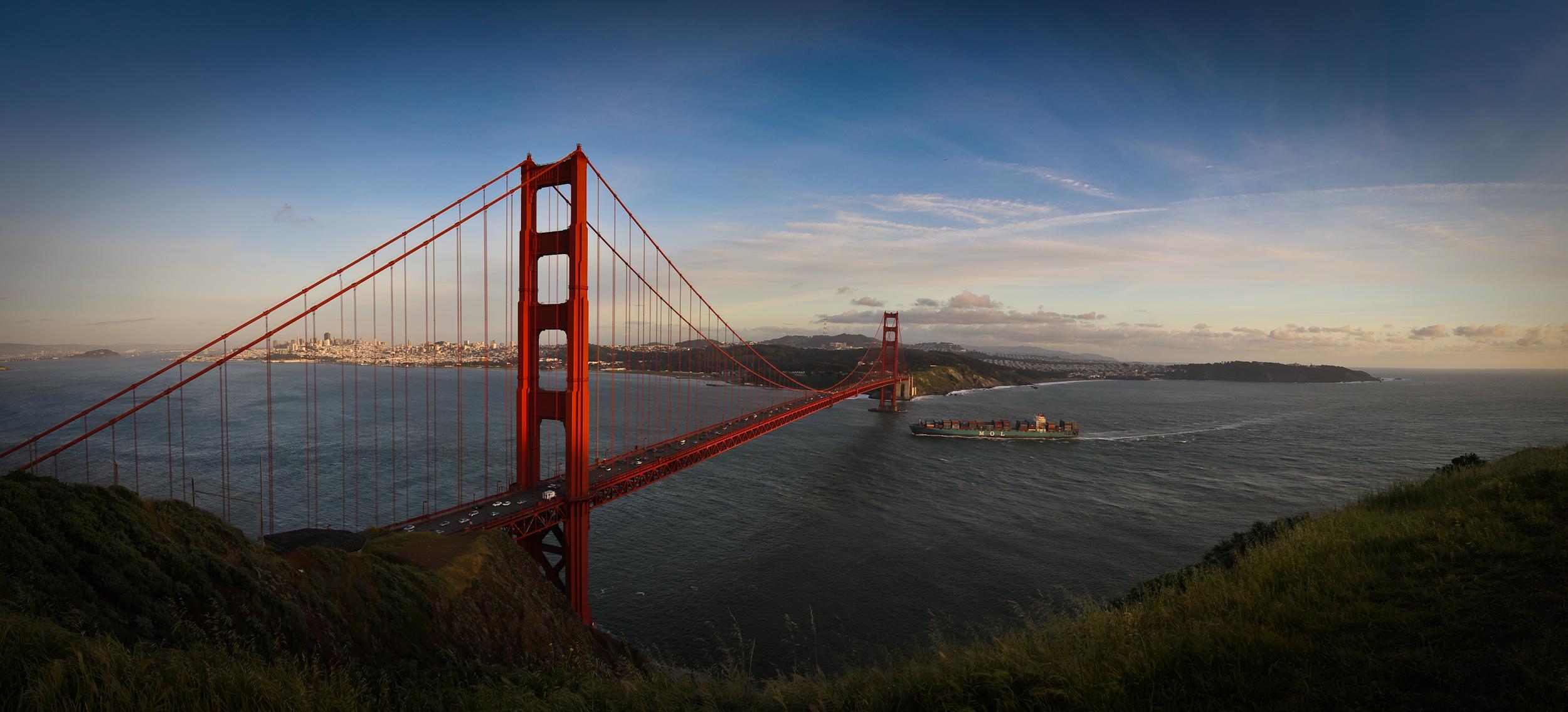 golden-gate-bridge-pano.jpg