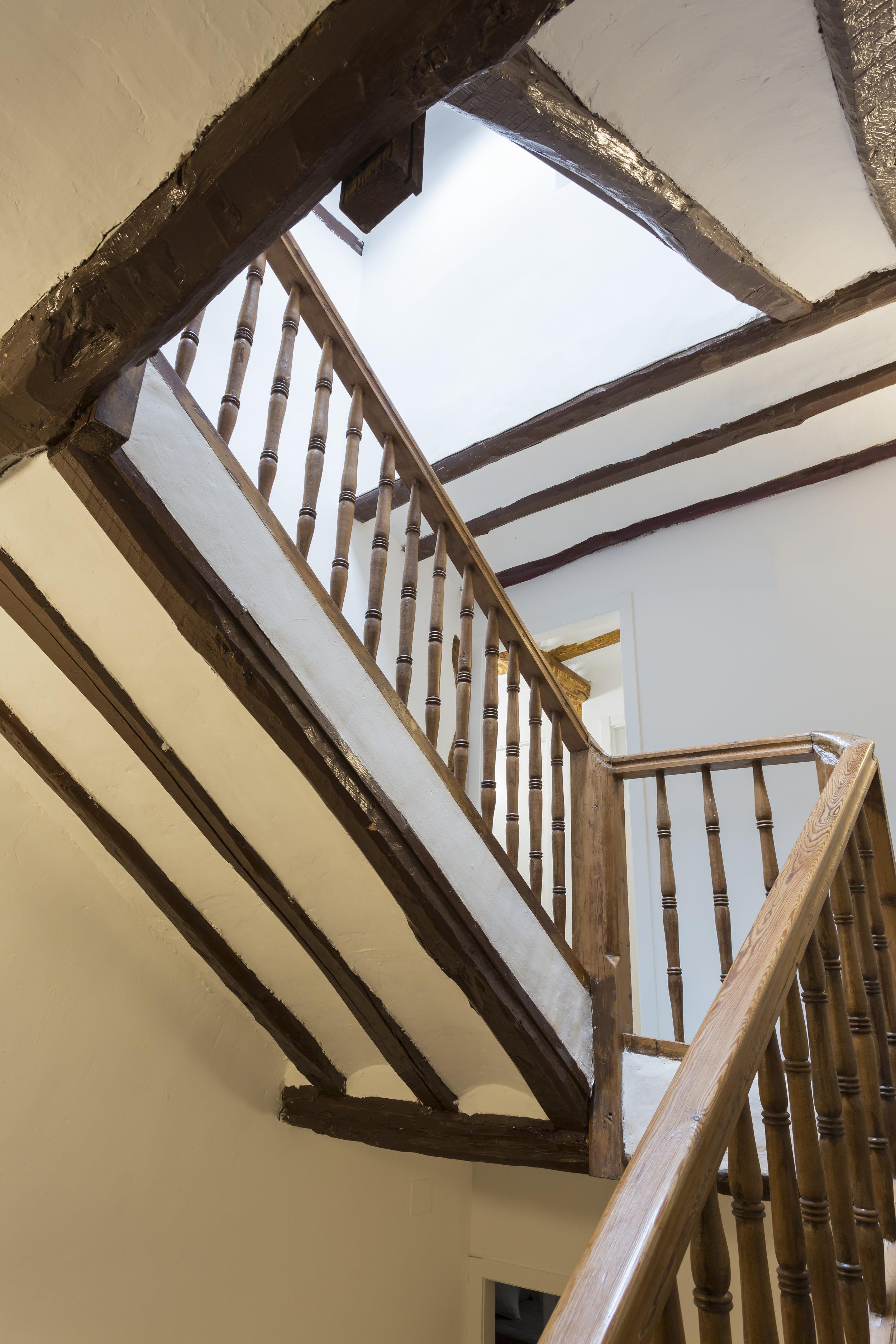 La escalera que recorre HostelpuntoB