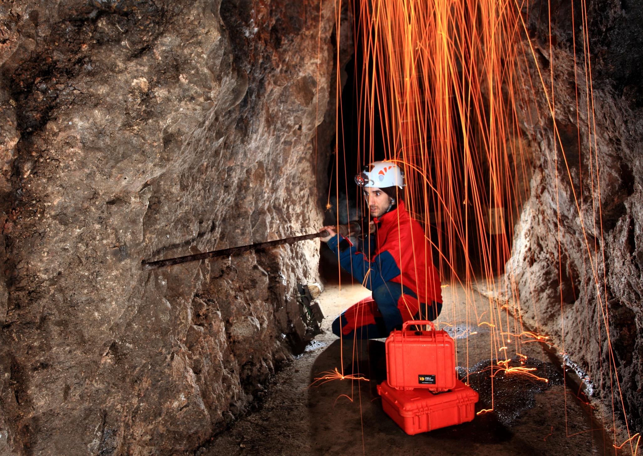 """PATRIMONIO NATURAL Y CULTURAL - Visitas guiadas """"minas de manganeso"""".Aulas de interpretación de la naturaleza: la dehesa de hayas, bosque de rivera, el Viso europeo proyecto live o la Berrea."""
