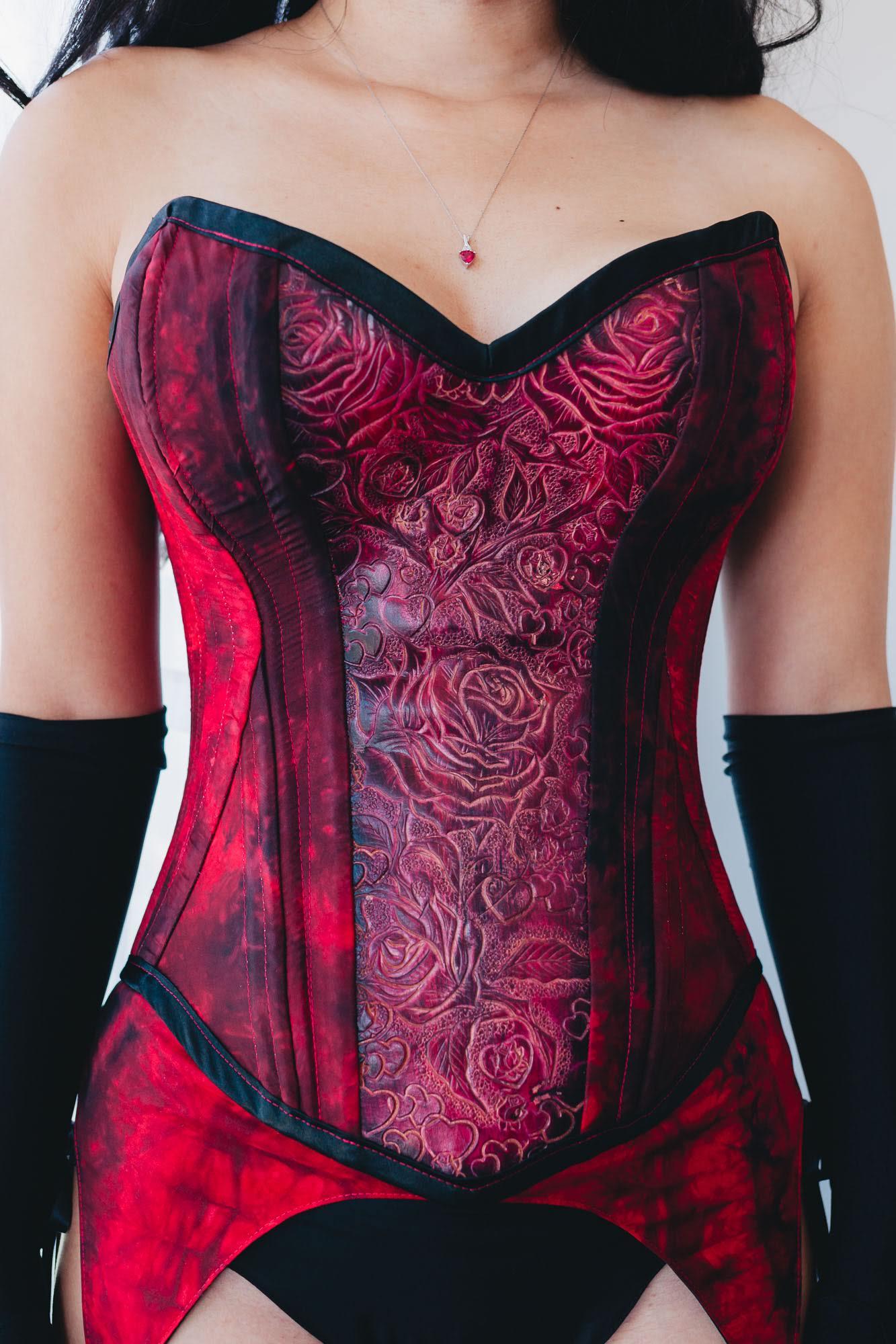 Queen-of-Hearts-leather-corset.jpg