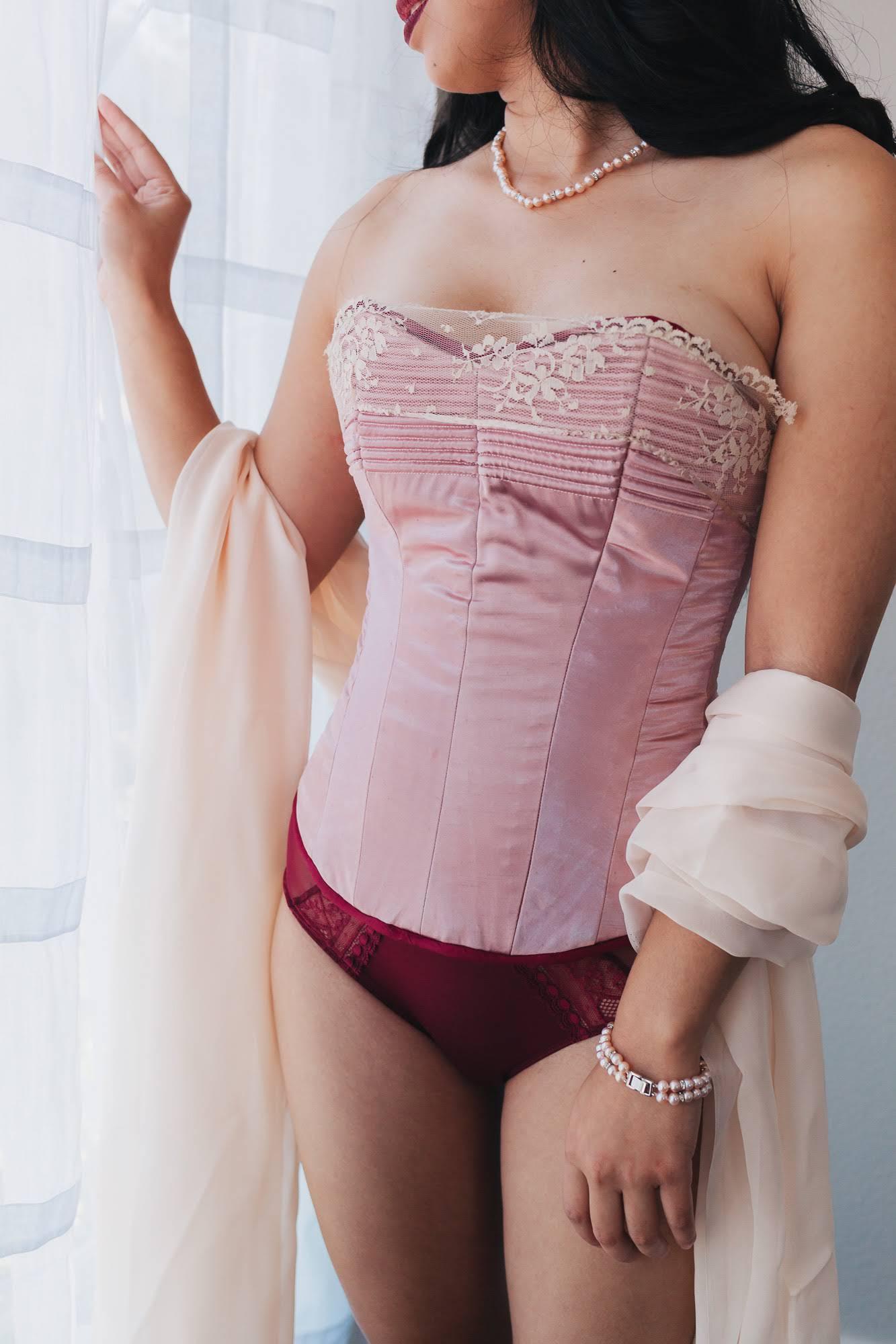 lingerie-corset.jpg