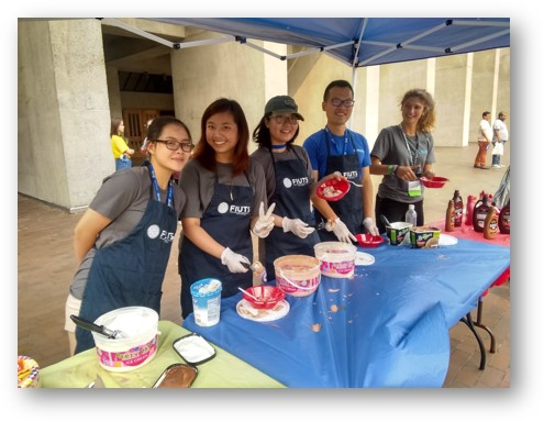 Maddie (second from left) serving ice cream to welcome international students to Early Fall Start at UW