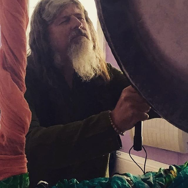 There's a horrid weather front coming in sadly this weekend. What to do? Come to ekam this Sunday 11-1pm for a 2 hour very special SOUNDBATH with Ernest Lee who's currently touring the southwest with his magical vibration. Booking is essential please find booking link on our website & our fb event. The cost £18 & the Stuido will provide all you need including complimentary herbal teas. 🙏🏼 @elkernesto any questions we're here. No experience required. 🕊