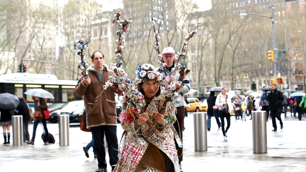 Chin Chih Yang,  Interactive protests to commercial corporations' waste, Times Square