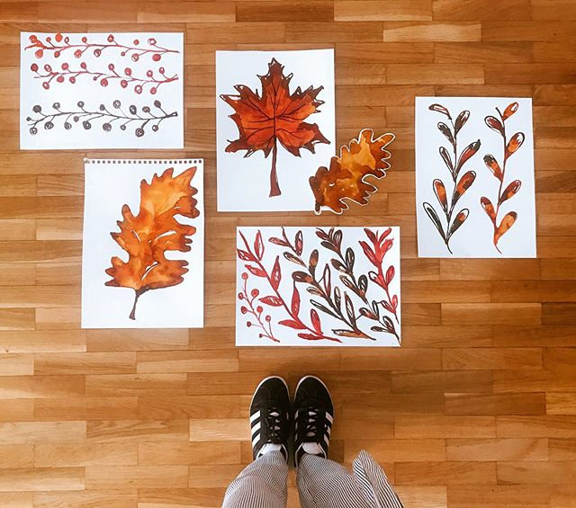 De pés virados para o Outono 🍁 . . . #reginapinheirostudio #outono #autumn #fall #leaves🍁 #folhadeoutono #paint #color #vitrinismo #escaparate #escaparatismo #visualmerchandising #porto #portugal #igersportugal #iger