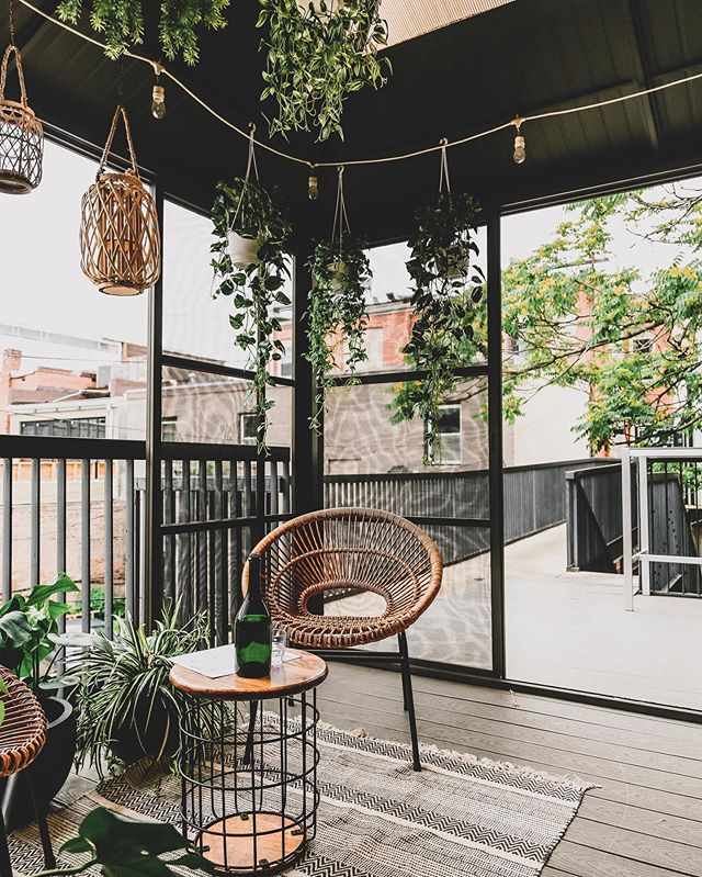 @maketto1351's rooftop has been transformed into a tropical oasis - perfect for summer evening hang outs & happy hours 🍹🍻 Thank you to @eater_dc & @tiers2you for the awesome feature 🙌 #linkinbio #yourhome 📷: @maketto1351 @vinasana
