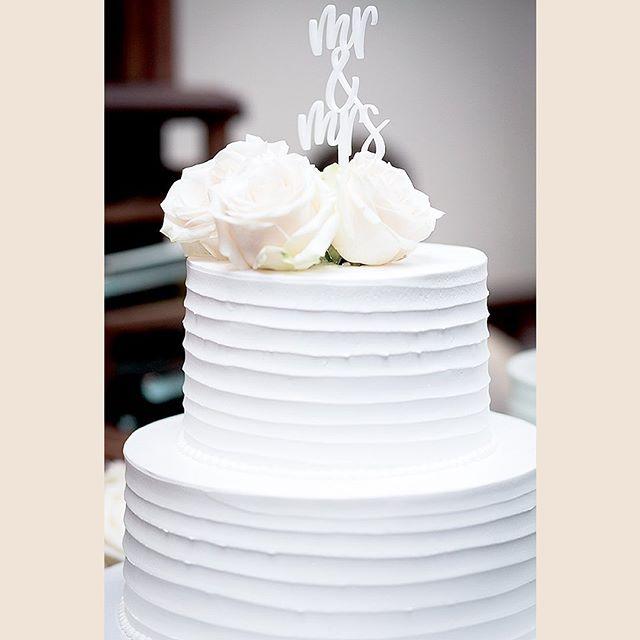 Loving this simple white on white theme 😍 Less is definitely always more! 📸PC @dnievents • • • • • • • • • • #wedding #weddingcake #wednesday #humpday #weddingwednesday #love #ido #mrandmrs #weddings #caketopper #cake #whiteonwhite #white #memorialday #summerwhites #forever #isaidyes #weddingday #abmlifeiscolorful #abmlifeisbeautiful #theknot #100layercake #weddingwire #memorialweekend #stylemepretty #brea #oc #orangecounty #fullerton #santaana