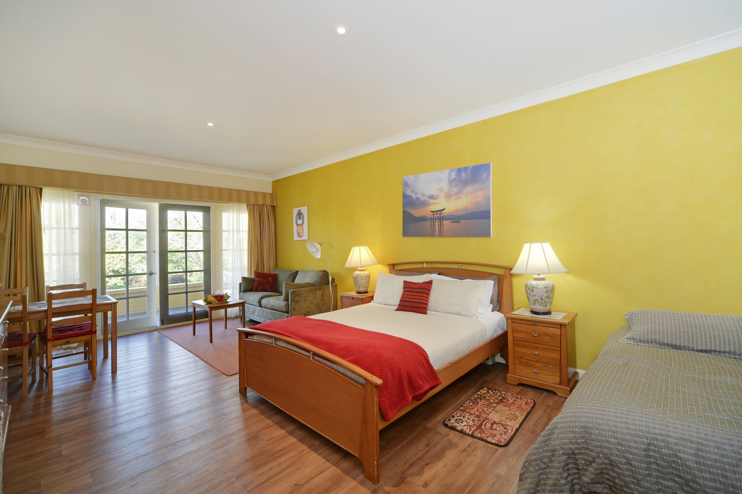 1 Queen bed | 1 king single bed | 1 sofa bed | max 4 people