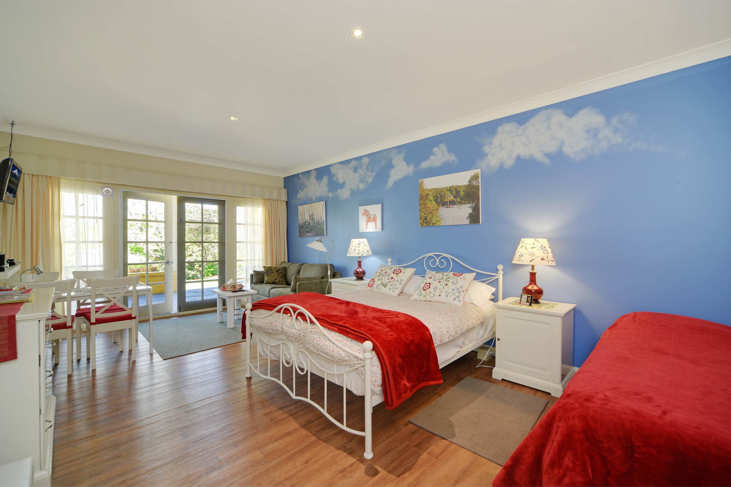 1 queen bed | 1 single bed | 1 sofa bed | max 4 people