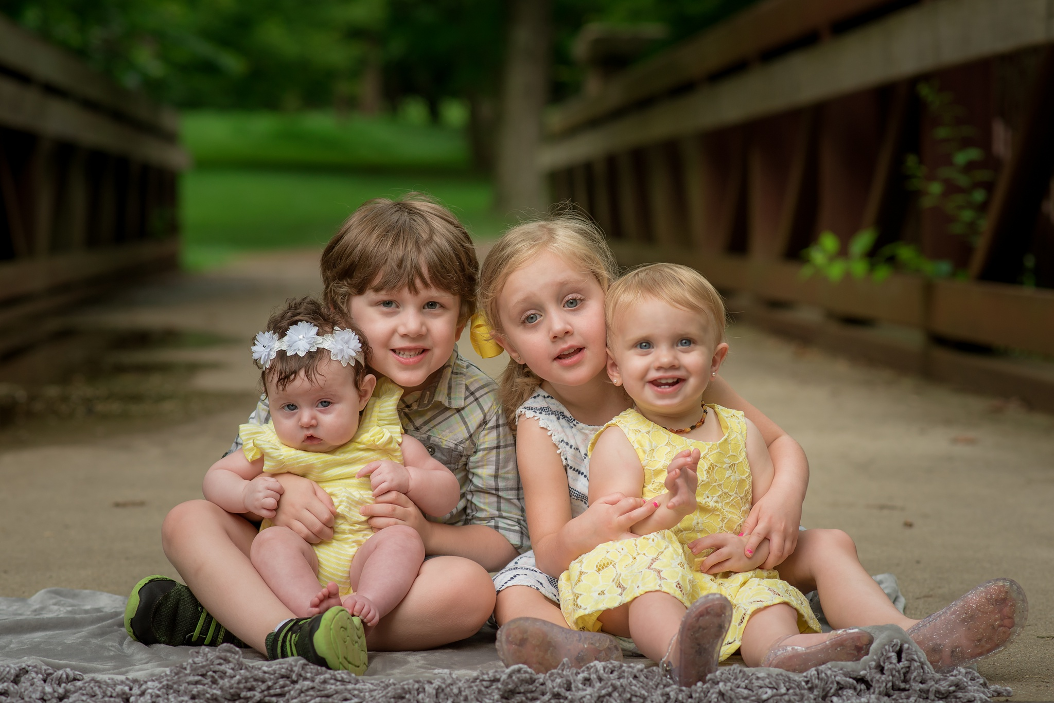 kids smile for louisville family photographer at local park