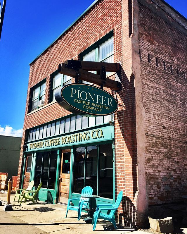 ☕️ Locally owned café & locally roasted coffee at one of Cle Elum's historic buildings. . . . #coffee #cleelum #pioneerroastingco #locallyowned #cafe #coffeeholic #coffeelover #pnw #washingtonstate
