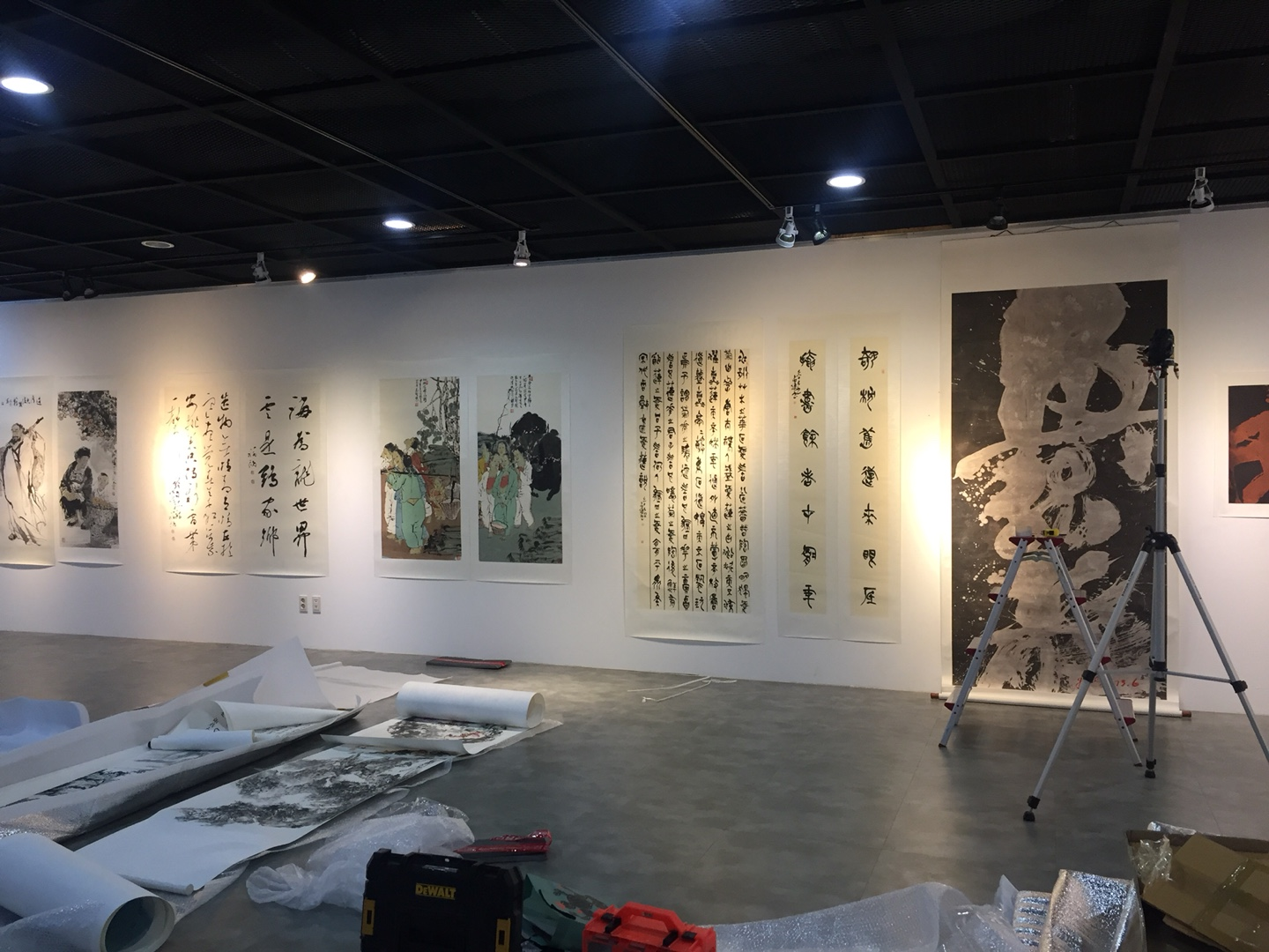 Hanging Hu Zi Gui's huge painting from top to bottom!