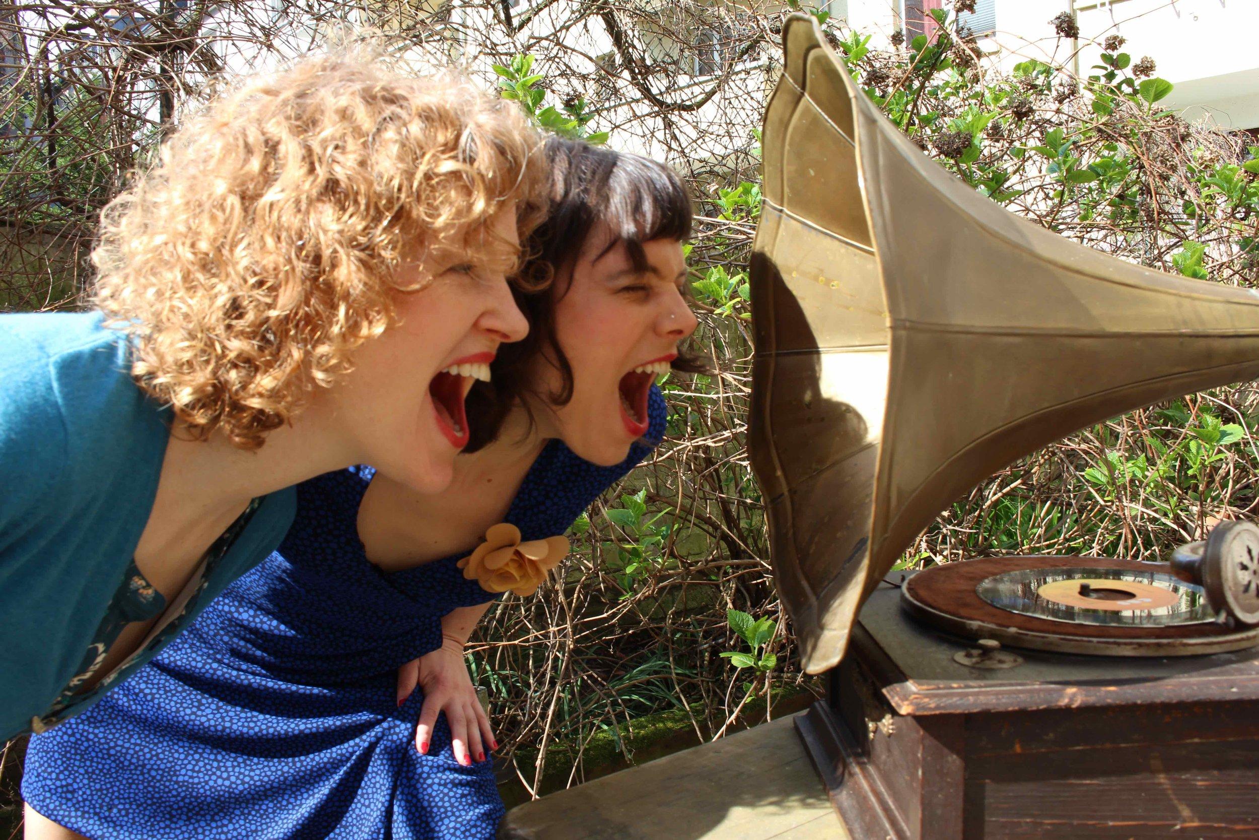 Blue Jay Sisters Grammophon.jpg
