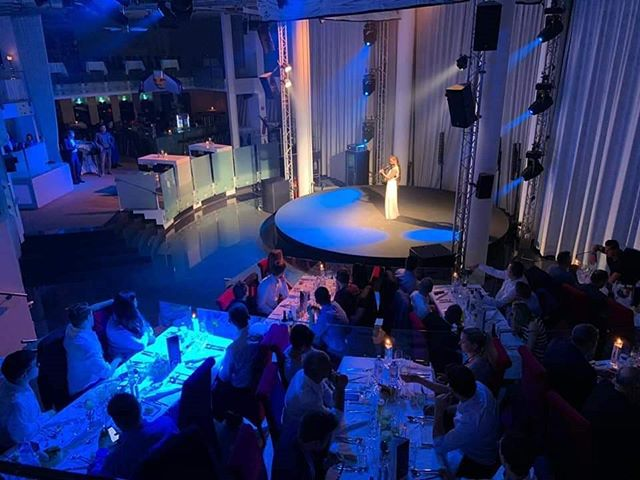 About last night 😏😍🎻 I'm dead tired and so emotional because it's already over, but so indescribably grateful for this breath-taking opportunity. . . . @qmediavat @geggo_gnevents . #aboutlastnight #stage #performance #galadinner #newbeginnings #sanktwolfgang #scalaria #whitedress #skeletonviolin #sograteful #speechless #kirstieelen #kirstie #elen #violinist #violin #violine #geige #electricviolin #ileyna #modernviolinist #me #musician #talent #perfomer