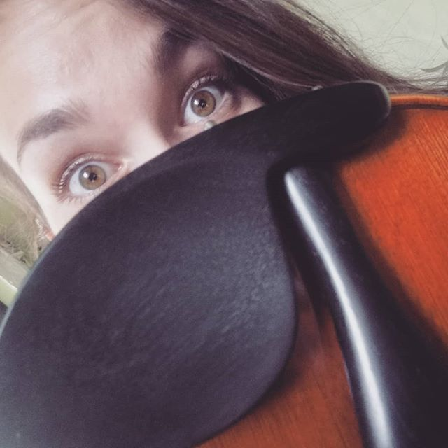 Well hello there 👀 I love how my eyes fit my instrument so well 😊 .  Oh, and I played around with a photo editing programme today. Any favourites? Swipe ➡️ . . .  #wellhellothere #justhidingbehindmyfiddle  #bigeyes #chinrest #filters #swipe #photooftheday #latergram #kirstieelen #kirstie #elen #violinist #violin #violine #geige #acousticviolin #elena #modernviolinist #musician #me #selfie