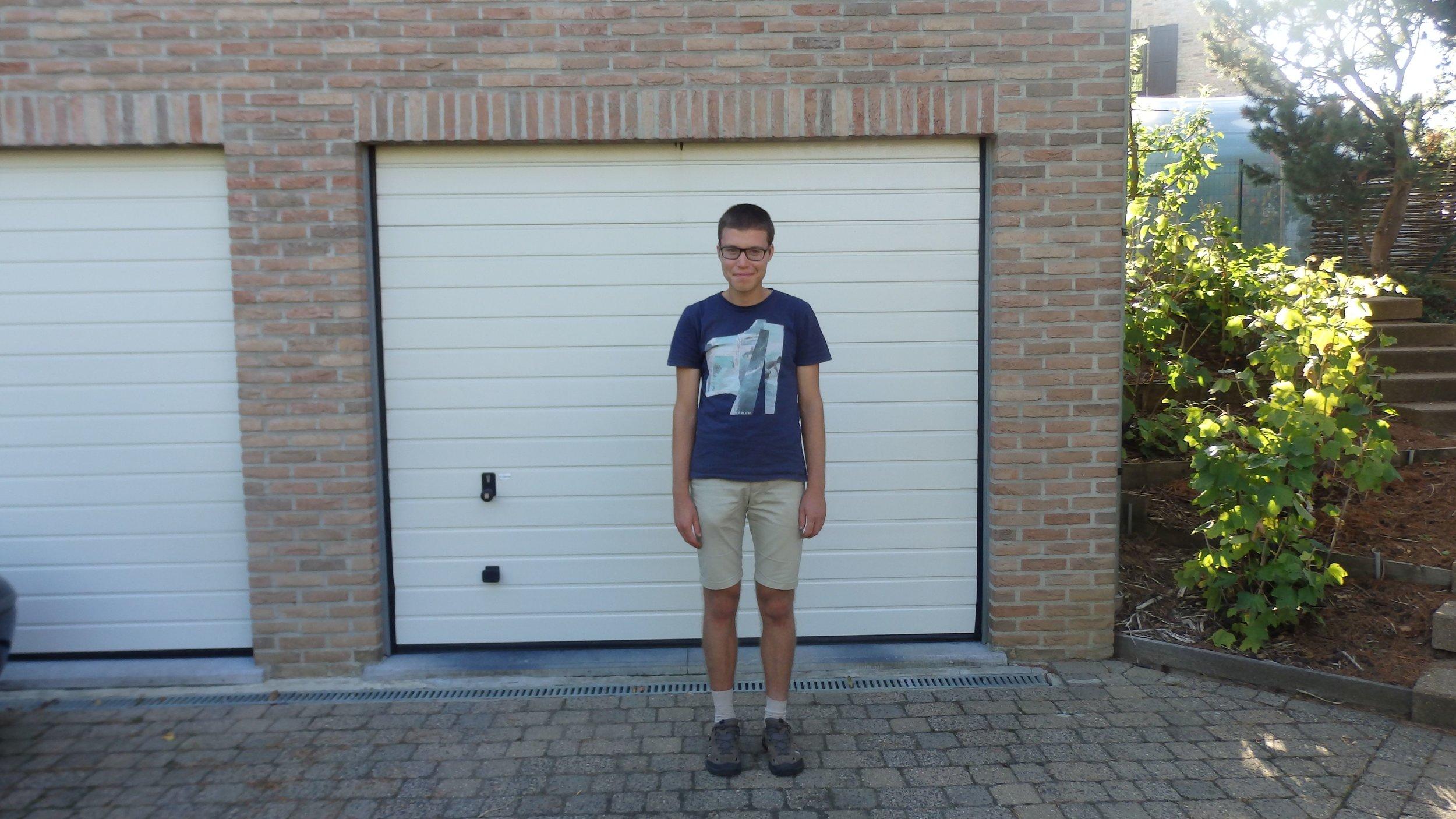 Pieter wil graag de trein nemen   Pieter is een jongeman van 24 uit Leuven. Hij heeft autisme, maar wil volop zelfstandig zijn en overal naartoe met de trein. Hij heeft hierbij enkel wat begeleiding nodig.   Ik ga samen met Pieter op stap!