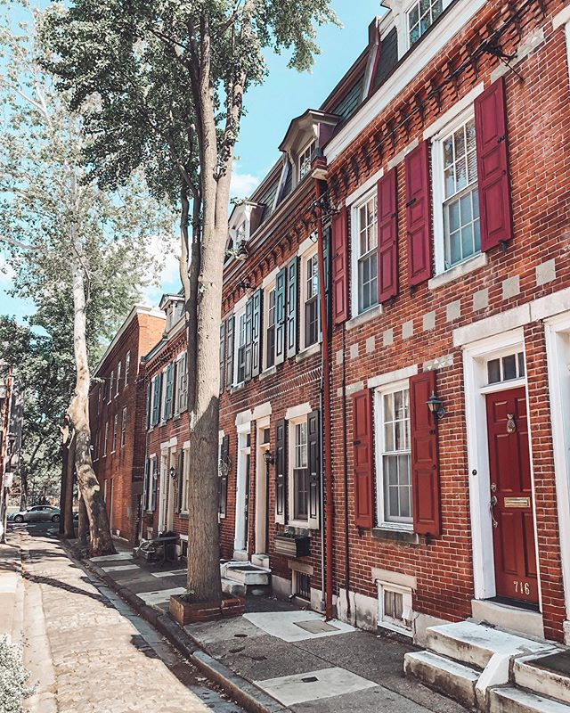 Safe to say I love our air bnb's street! . . . . . . #airbnb #philadelphia #southphilly #love #oldcity #visitphilly #alley #adorable #charm