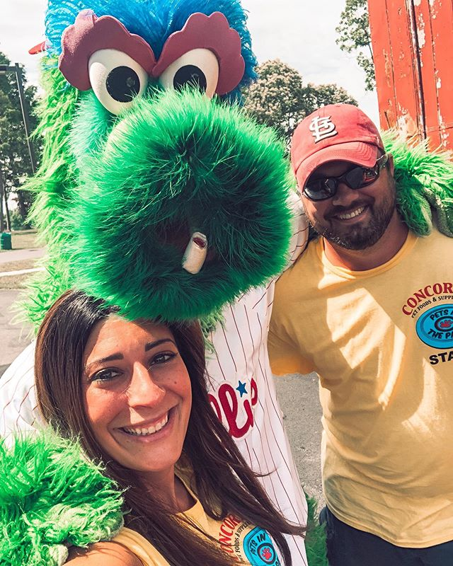 Phillie Phanatic! (Covering up that Cardinals hat!!) . . . . . #philliephanatic #phillies #petsintheparkde