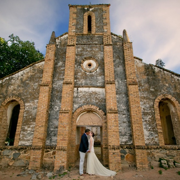 Lake Shore Lodge Tz - Lake Tanganyika - Special events - Wedding - The bride and groom at the entrance of the church.jpg