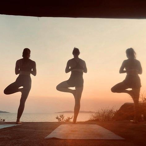 Lake Shore Lodge Tz - Lake Tanganyika - Sunset yoga.jpg