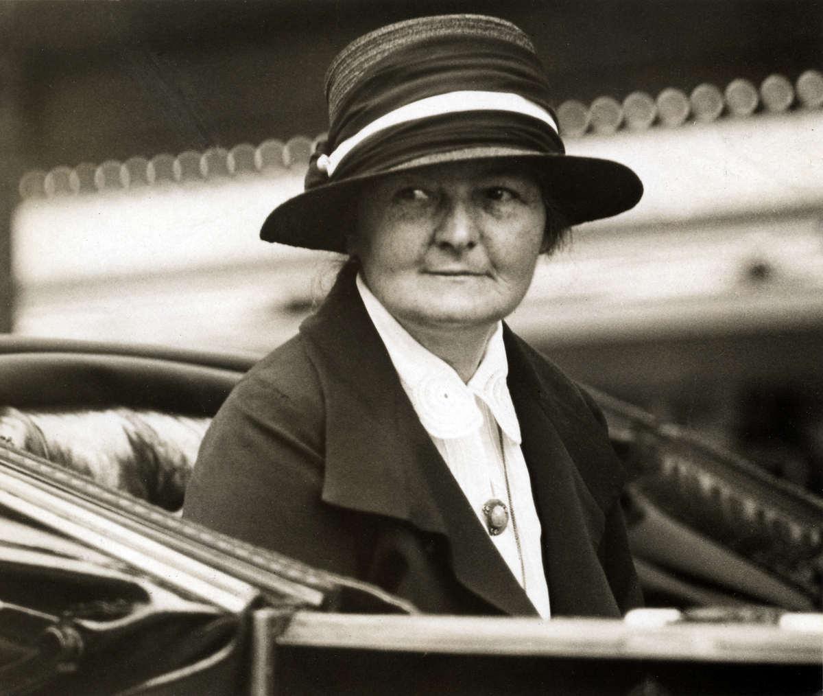 Margaret-Bondfield pic.jpg