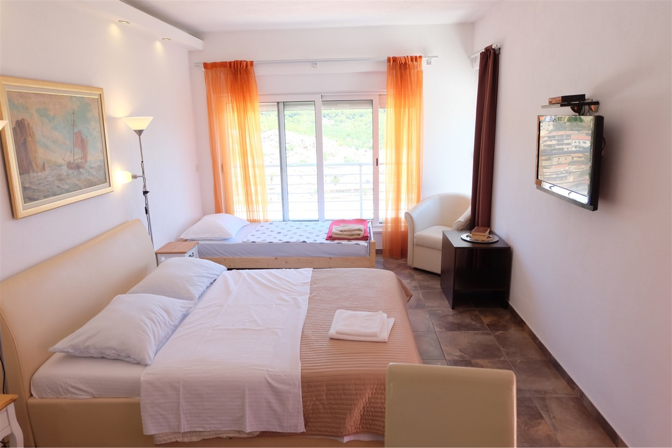 summersalt-yoga-villa-accommodation00001.jpg