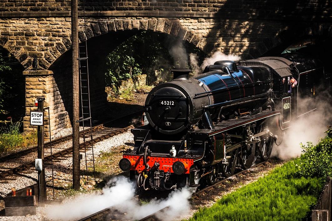 steam train small.jpg
