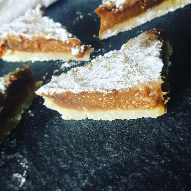 You can really see the difference panela makes in recipes like these #lemonbars. #caramelly #lemony #goodness #nottoolateforsummer #sweet #treats #dessert #food