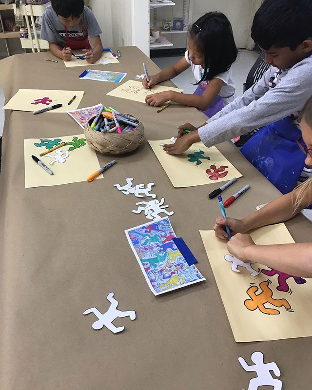 It's #keithharing week at Wilson Park! Throughout the program we'll be celebrating the life & world of the NY based artist, these artists can't wait to share their interpretations with you! . . . . . . #cupertino #cupertinorec #art #artcamp #summercamp #kidscamp #cityofcupertino #ceramics #pottery #bayareaceramics #bayareaceramicsclasses #clayclass #teensummercamp #teenclay