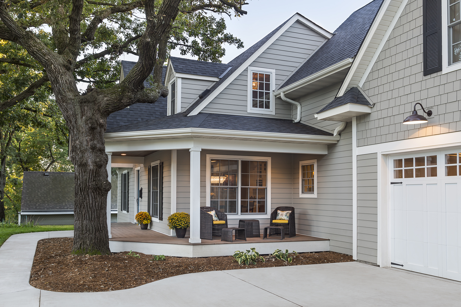 House_FrontPorch_Angle_2016_09_19.jpg